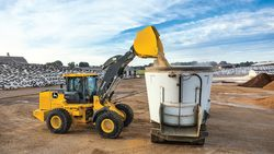 624l-mid-size-wheel-loader-1366x768-r4f023120